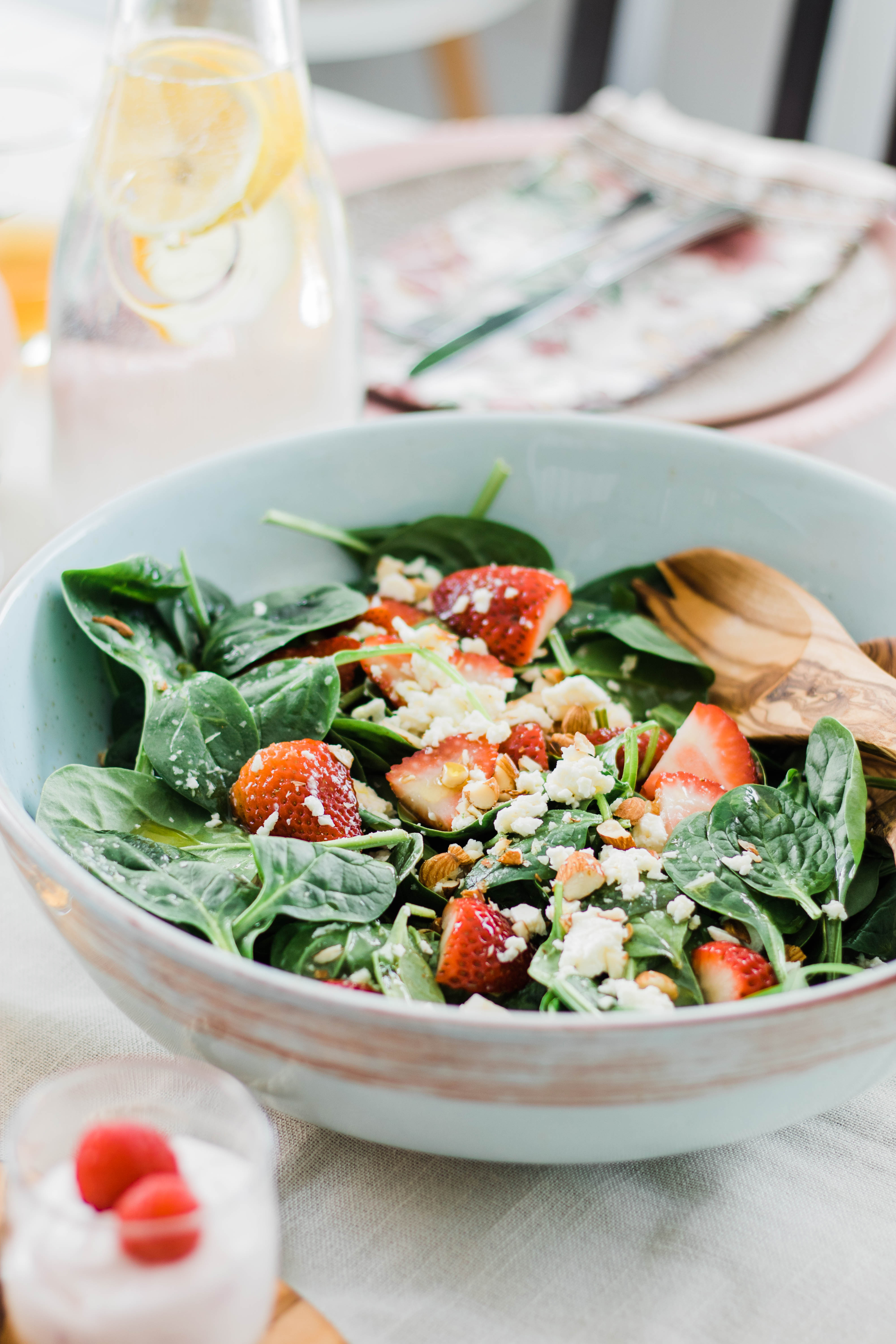 Strawberry Spinach Salad with Balsamic Dressing #salad #healthyrecipes #strawberry #dinnerrecipes