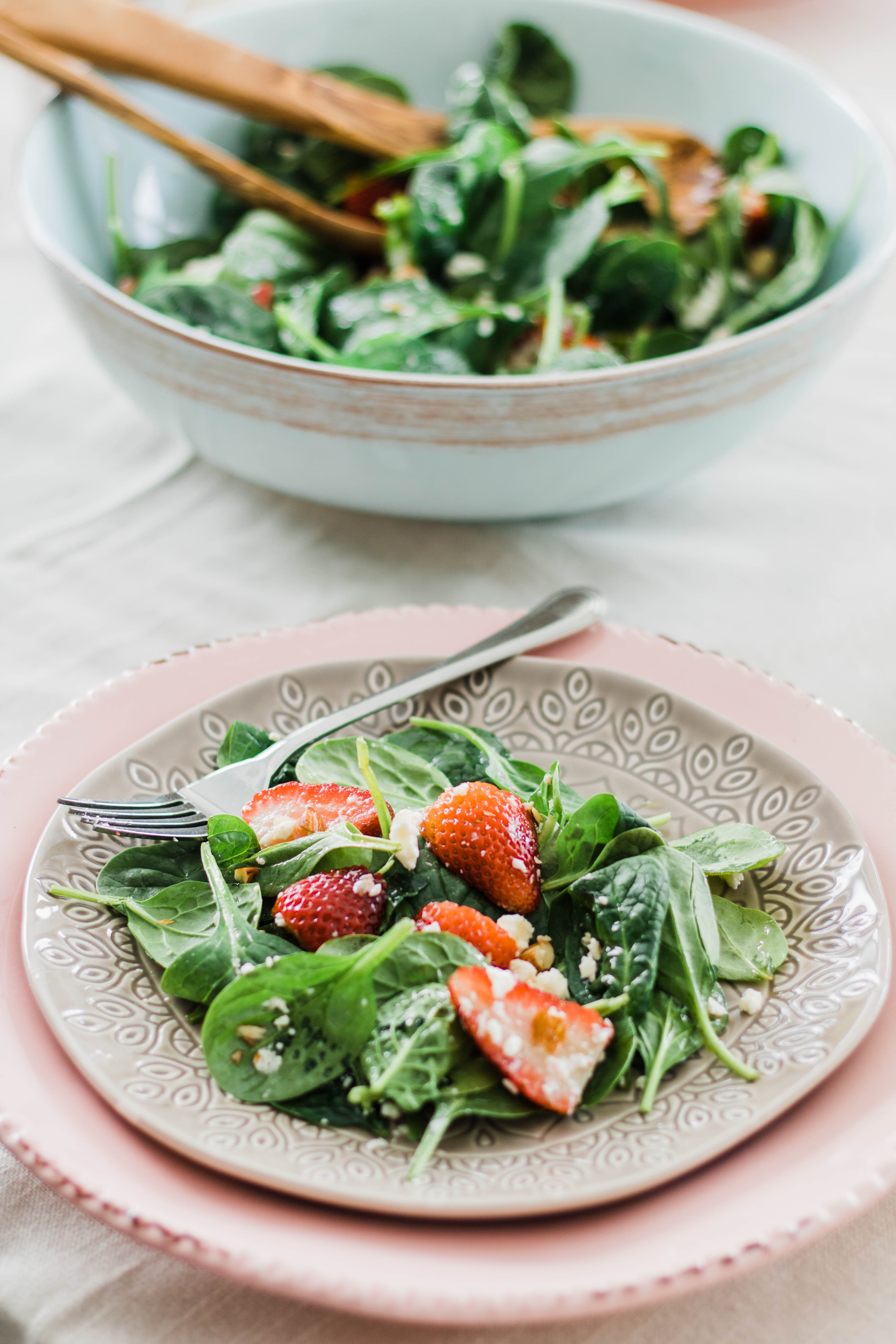 Strawberry Spinach Salad with Balsamic Dressing #salad #healthyrecipes #strawberry #dinnerrecipes #foodphotography